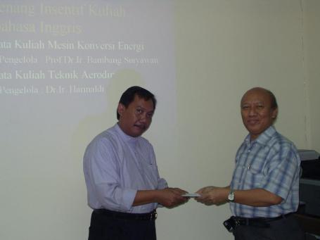 Insentif kuliah berbahasa Inggri, mata kuliah Mesin Konversi Energi, dosennye Prof. Bambang Suryawan....ini photo bulan Maret 2006